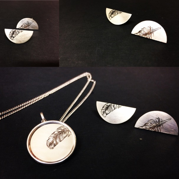 Piume, Collana e orecchini in argento, inciso a bulino.